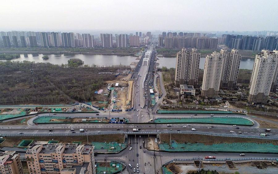 长青桥南桥台处至浑南大道连续高架桥施工现场图