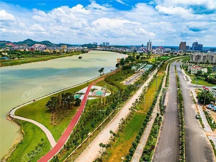 项目附近的滨江公园航拍图.jpg