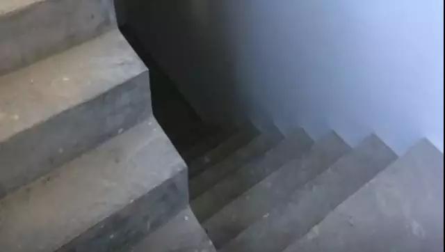 恒大半岛天境交付楼梯实景图