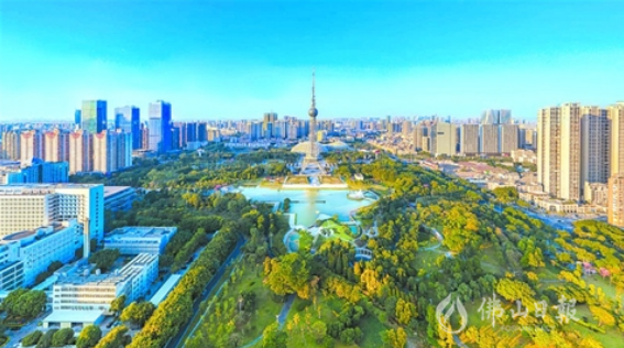 从空中俯瞰禅城区文华公园与岭南明珠电视塔