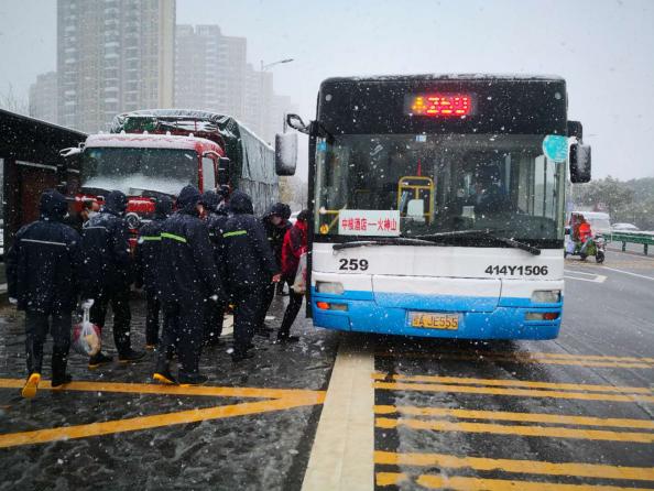 金科志愿者冒大雪乘早班车赶往火神山医院进行支援工作