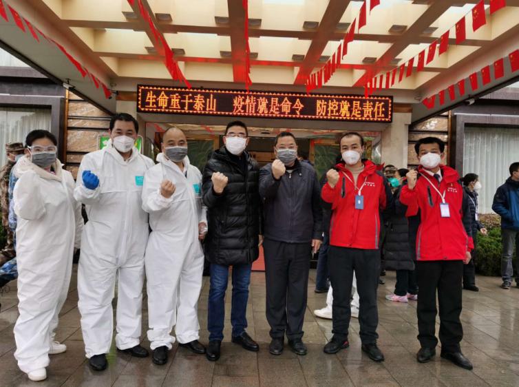金科志愿者与武汉市物业协会单位工作人员在现场